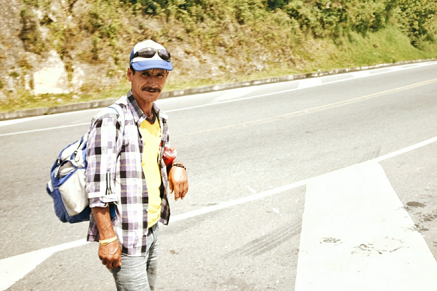 The walker. We met him while climbing from Manizales. He had walked for seven days from Armenia and was still more than 300 kilometers away from Bogotá, his destination. Hopefully you got there safely.