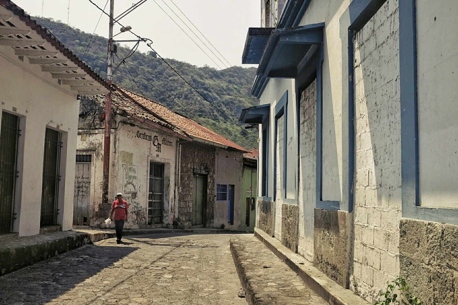 The streets of Honda. Some houses could need some maintenance, but the style is unquestionably colonial.