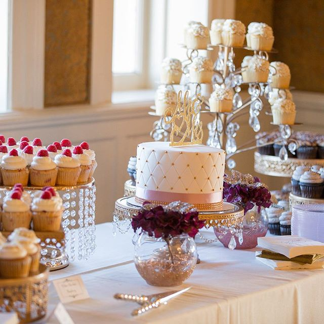 It's Finally Friday...that means sweet treats at tomorrow's wedding!  What's going to be your wedding dessert? 🧁🥧🍰🍩🍪 • • • • #semplemansion #historicvenue #msp #mplswedding #venue #mn #wedding #bestofmpls #mnwedding #weddingdesserts #desserts