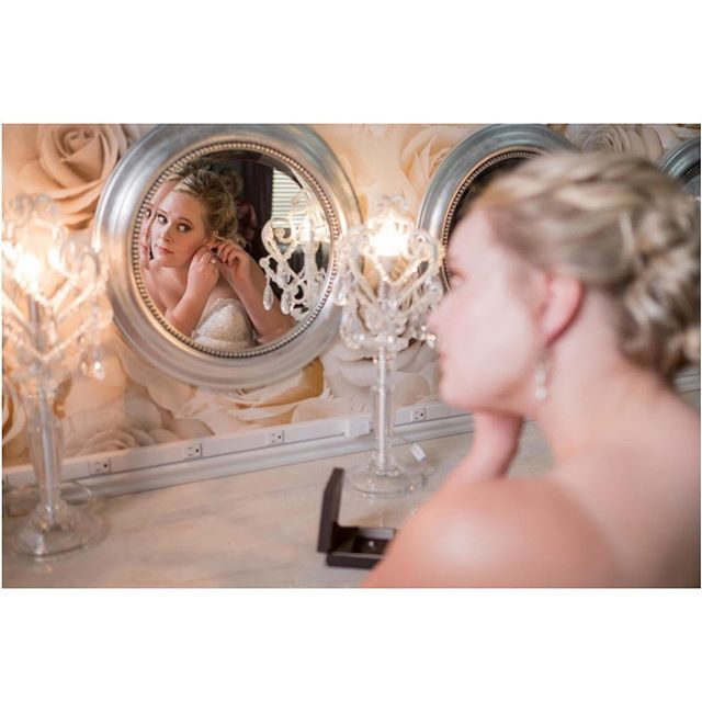 Amy, you looked absolutely gorgeous on your wedding day! 📷 @bellagala • • • • #semplemansion #historicvenue #mpls #mplswed #venue #mn #wedding #bestofmpls #mnwedding #bride