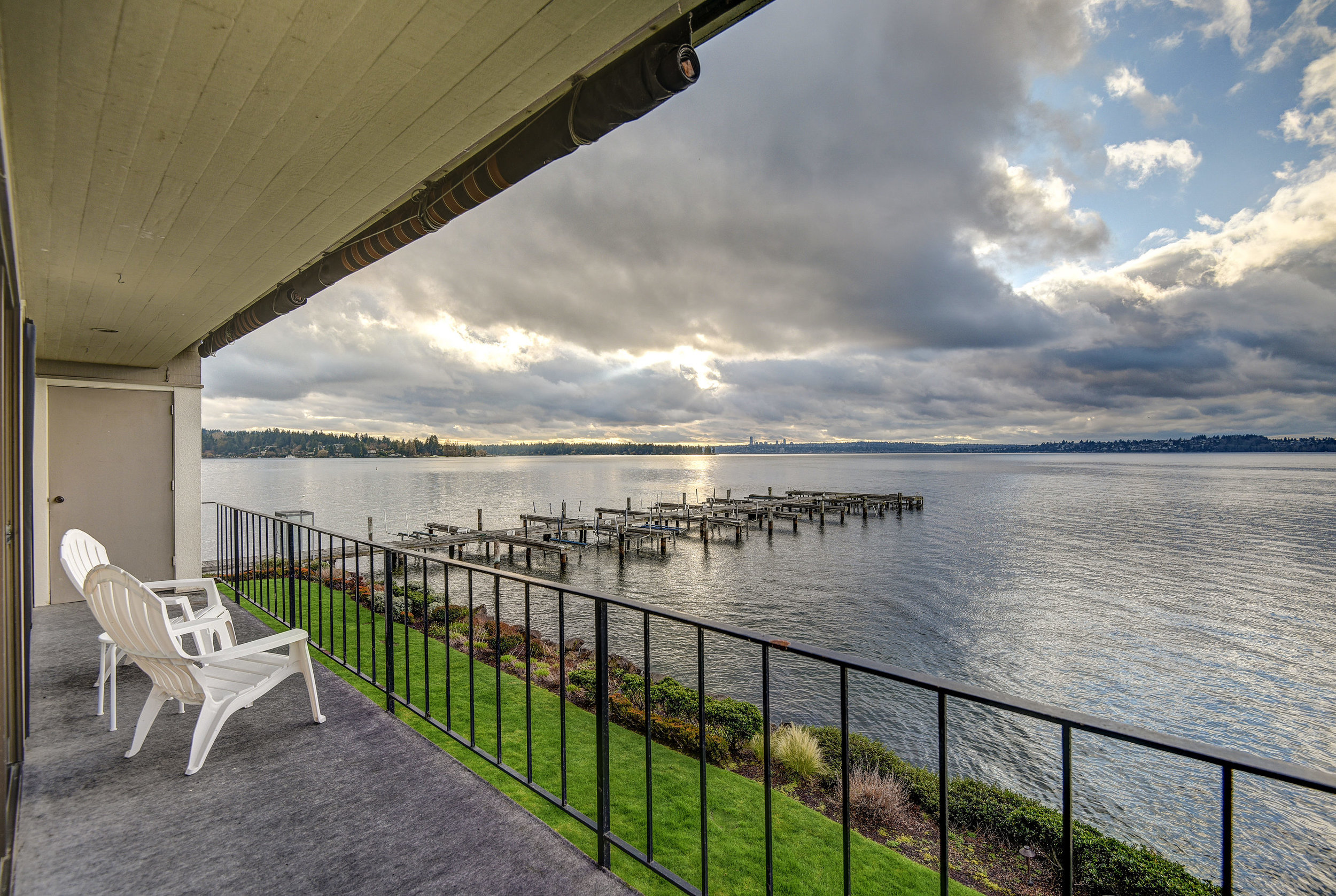 6401 Lake Washington Blvd NE-print-016-17-DENNON 6401AndyK 16-2700x1811-300dpi.jpg