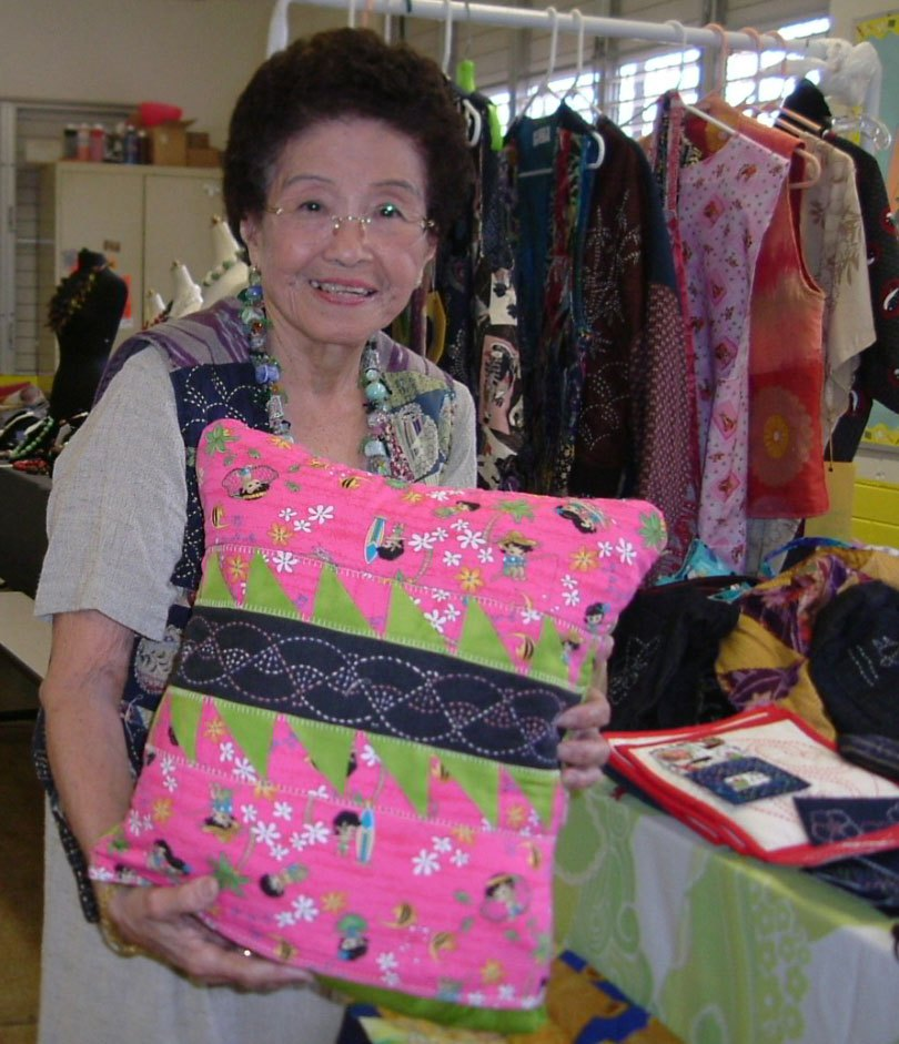 """Lorraine taught a """"Quillow"""" class, June 2007."""
