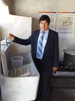 Santa Ana School principal Edgar Loayza Carrasco with new sink, running water – Dec 2015