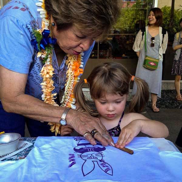 Moana Eisele teaching the art of 'Ohe Kāpala