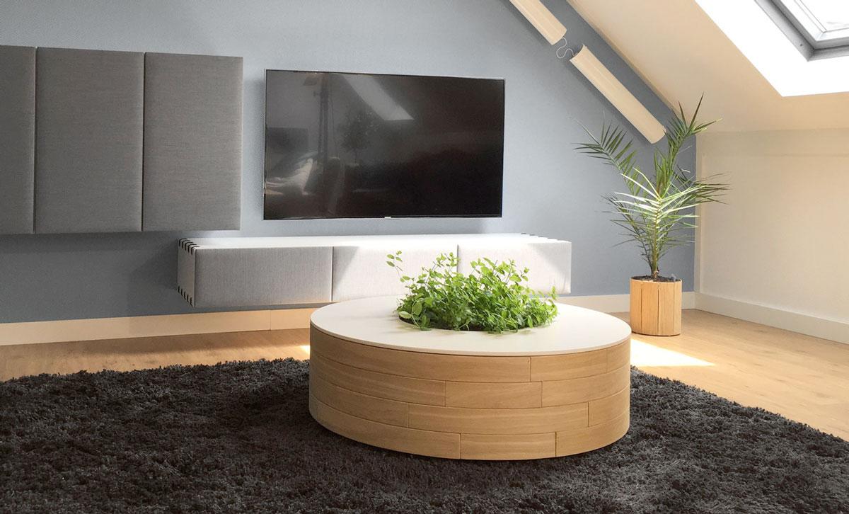 Design salontafel in een woonkamer.