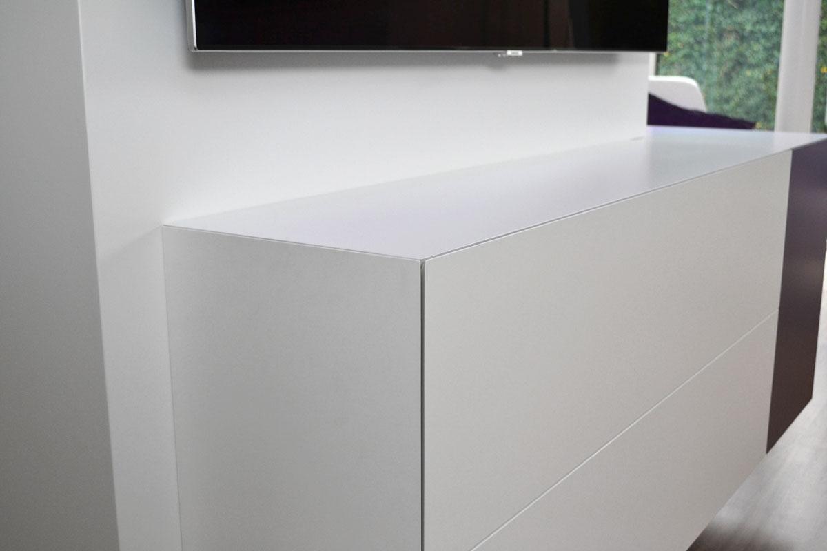 Afbeelding van een Blum Legrabox lade op verstek in een design TV meubel.