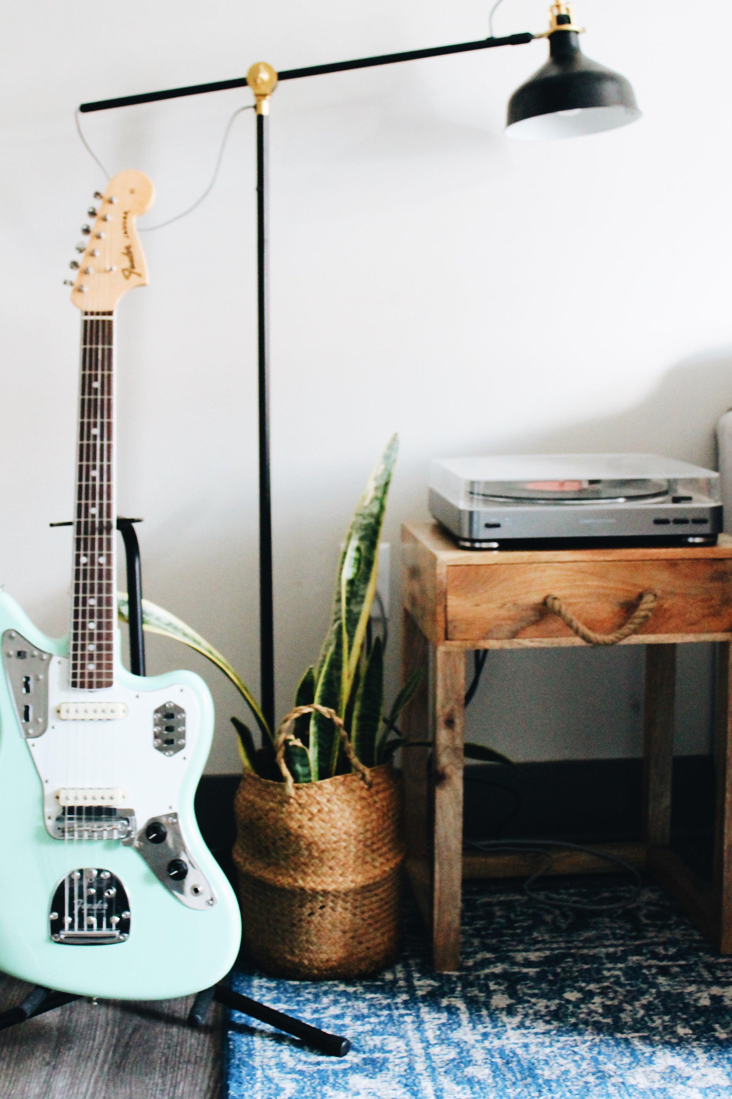acoustic vs electric guitar blog