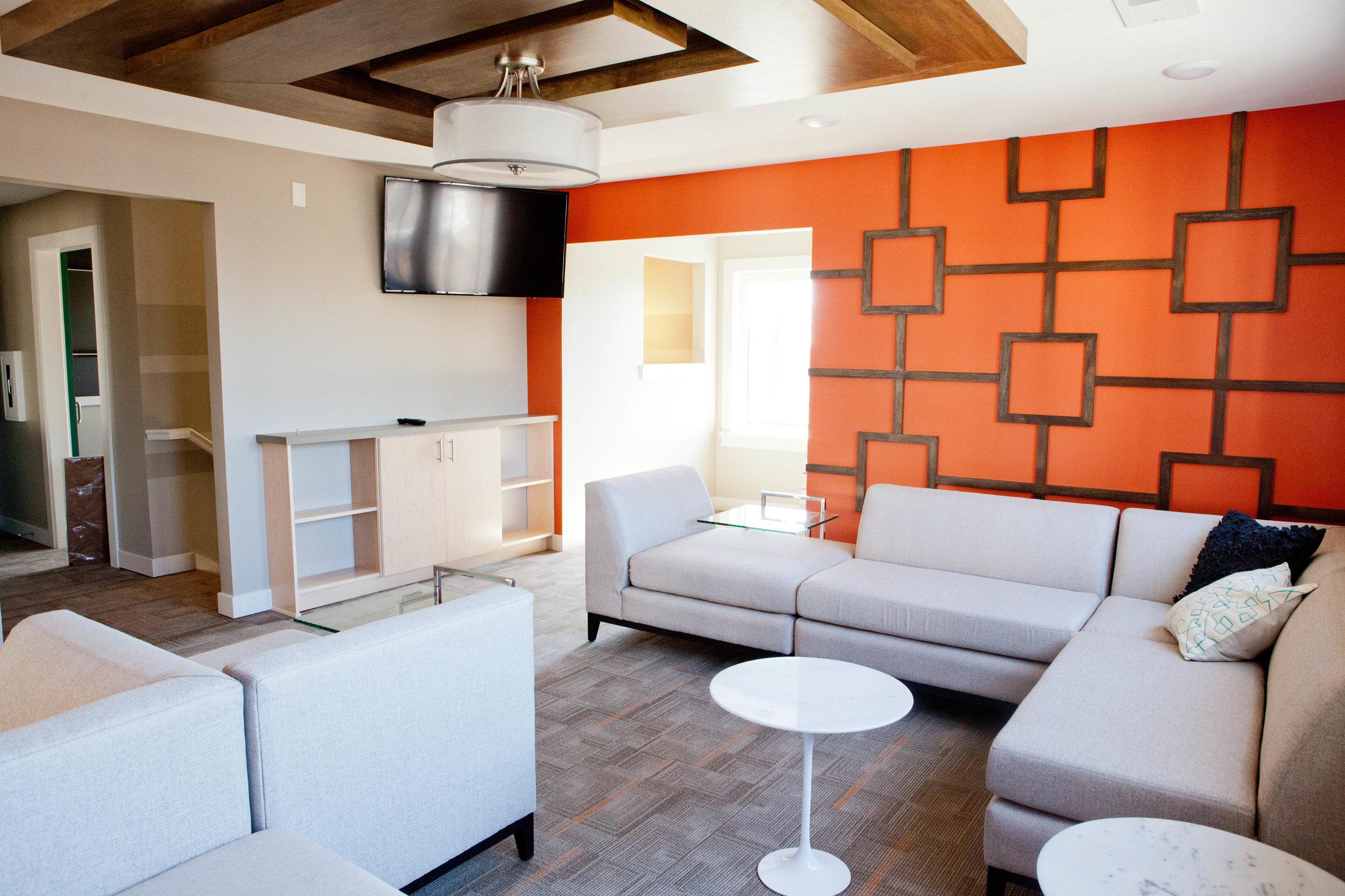 City Flats on Walnut longue - cafe 2 (amenities).JPG
