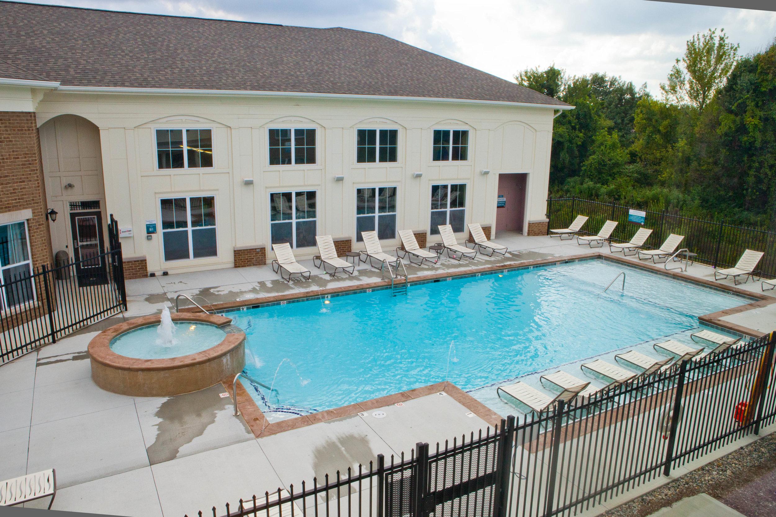 Highpointe - Pool (amenities).JPG