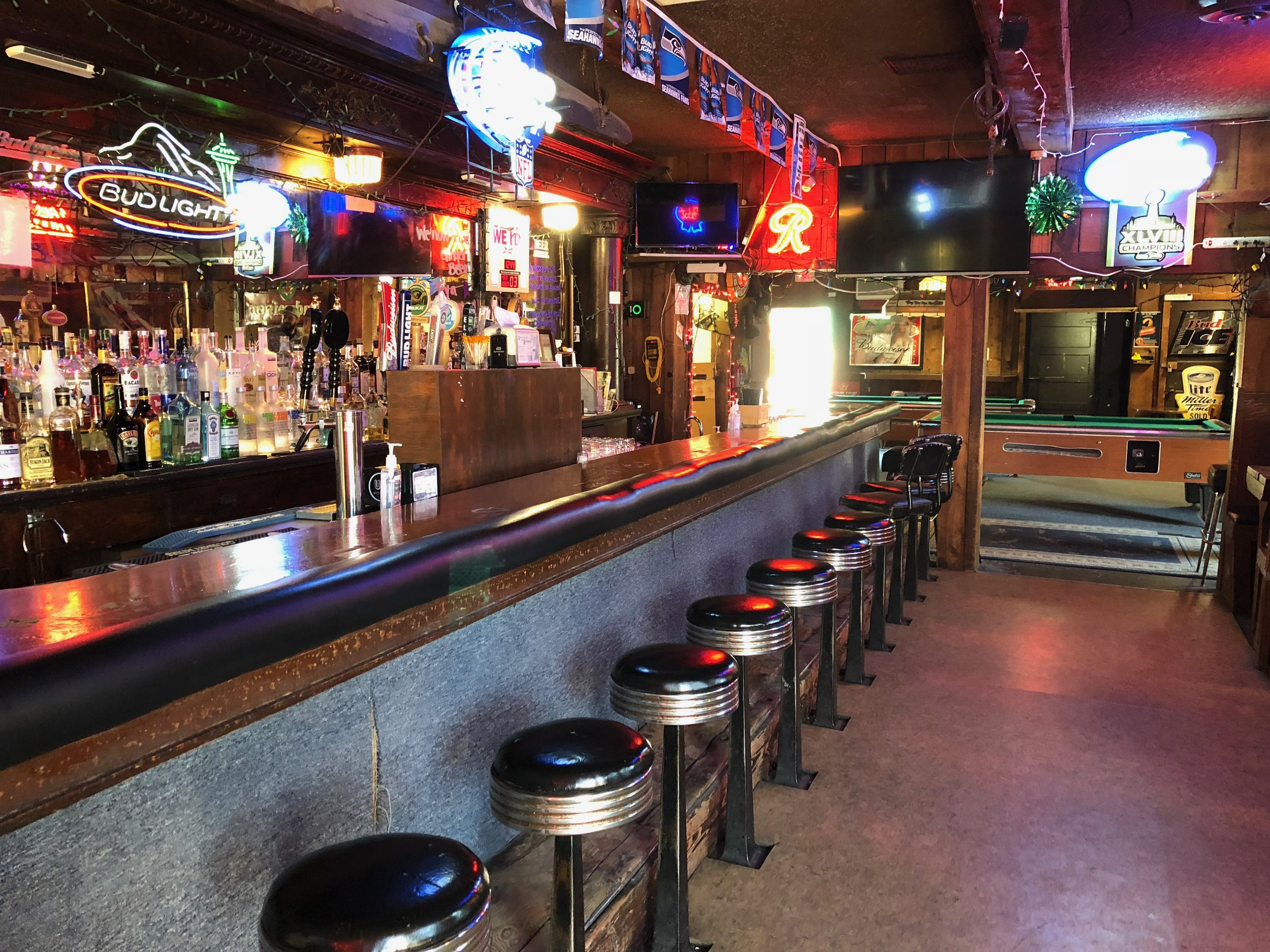 """Elk's Point #9 Bar:     This is the location where Sarah Palmer goes to enjoy a Bloody Mary and is propositioned and insulted by a trucker and in turn rips out the man's jugular with her teeth. """"It's a real mystery isn't it?"""""""