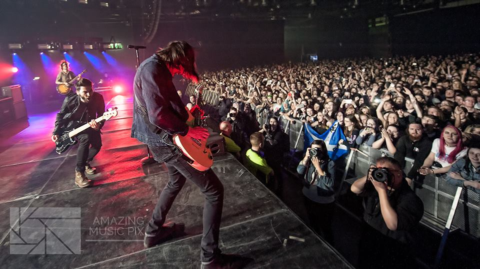 YMAS'S JOSH FRANCESCHI TAKING PHOTOS FROM ON STAGE AT GLASGOW'S SEC - HALL 3 USING STUART WESTWOOD'S CAMERA WHICH HE TOOK FROM HIM IN THE PIT  PICTURE BY: STUART WESTWOOD PHOTOGRAPHY (AMAZING MUSIC PIX)