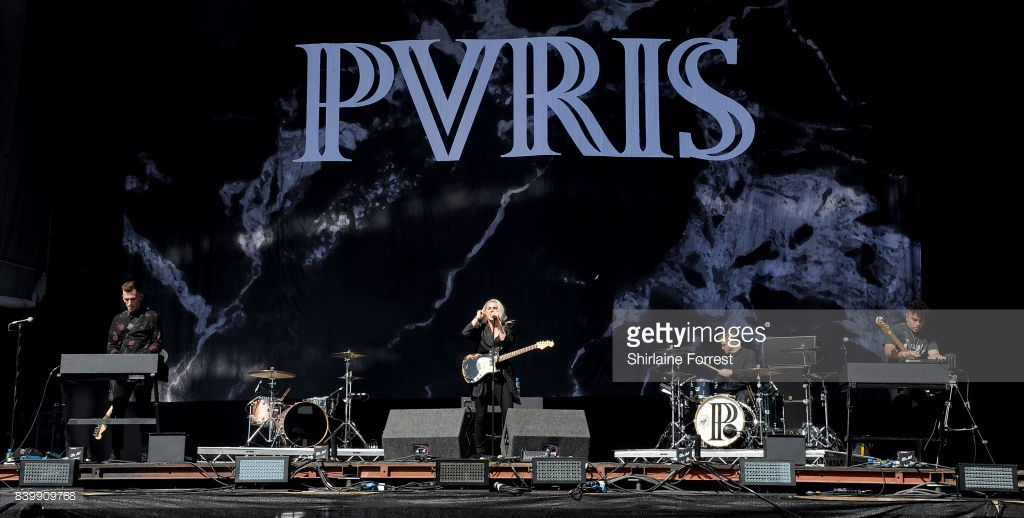 PVRIS PERFORMING ON THE MAIN STAGE ON FINAL DAY OF LEEDS FESTIVAL 2017 - 27/08/2017  PICTURE BY: SHIRLANIINE FORREST