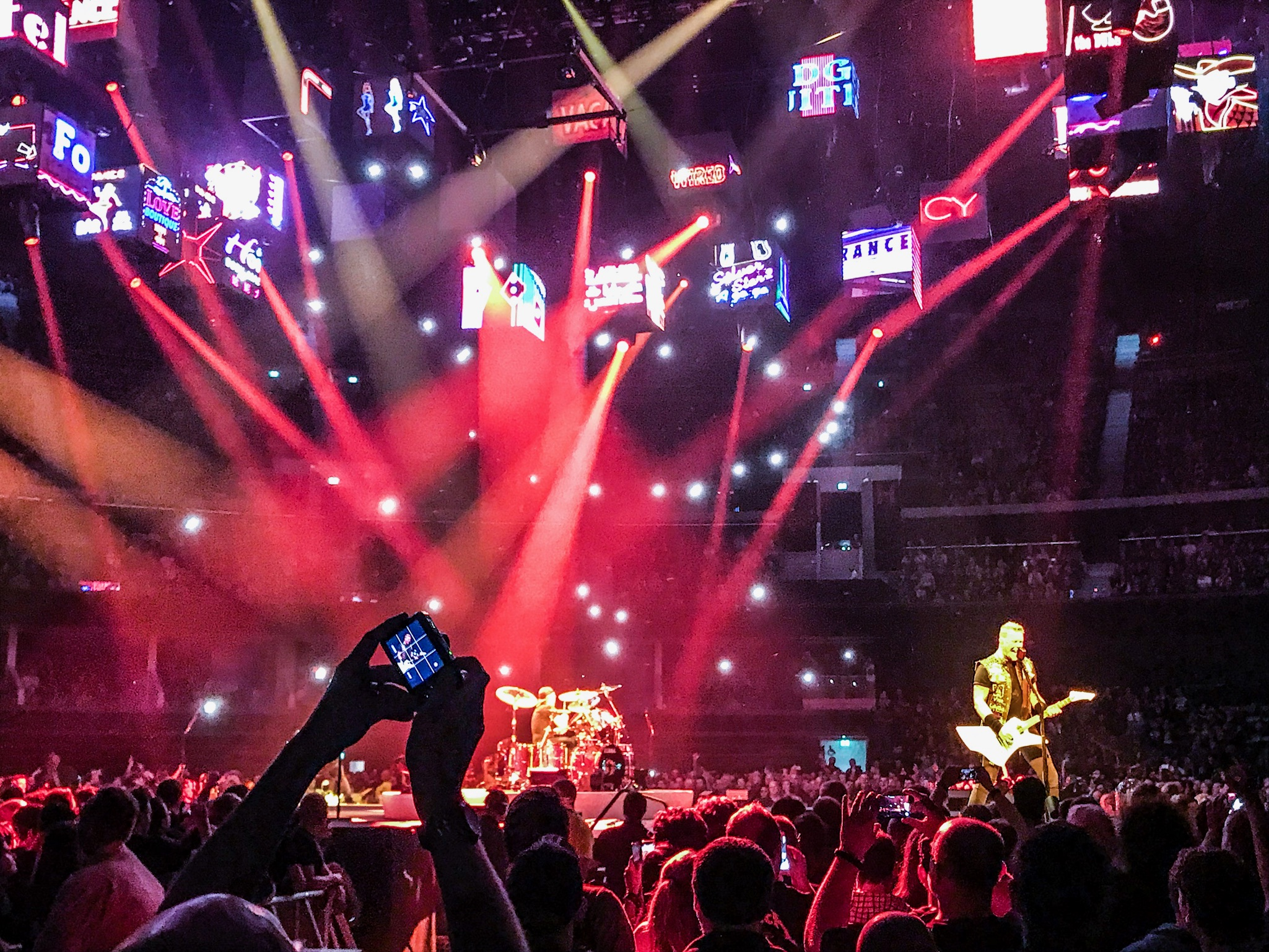"""PHONE PICTURE : METALLICA PERFORMING AT SSE HYDRO, GLASGOW - 26/10/2017 DURING """"MOTH INTO FLAME""""  PICTURE BY: CALUM BUCHAN PHOTOGRAPHY"""