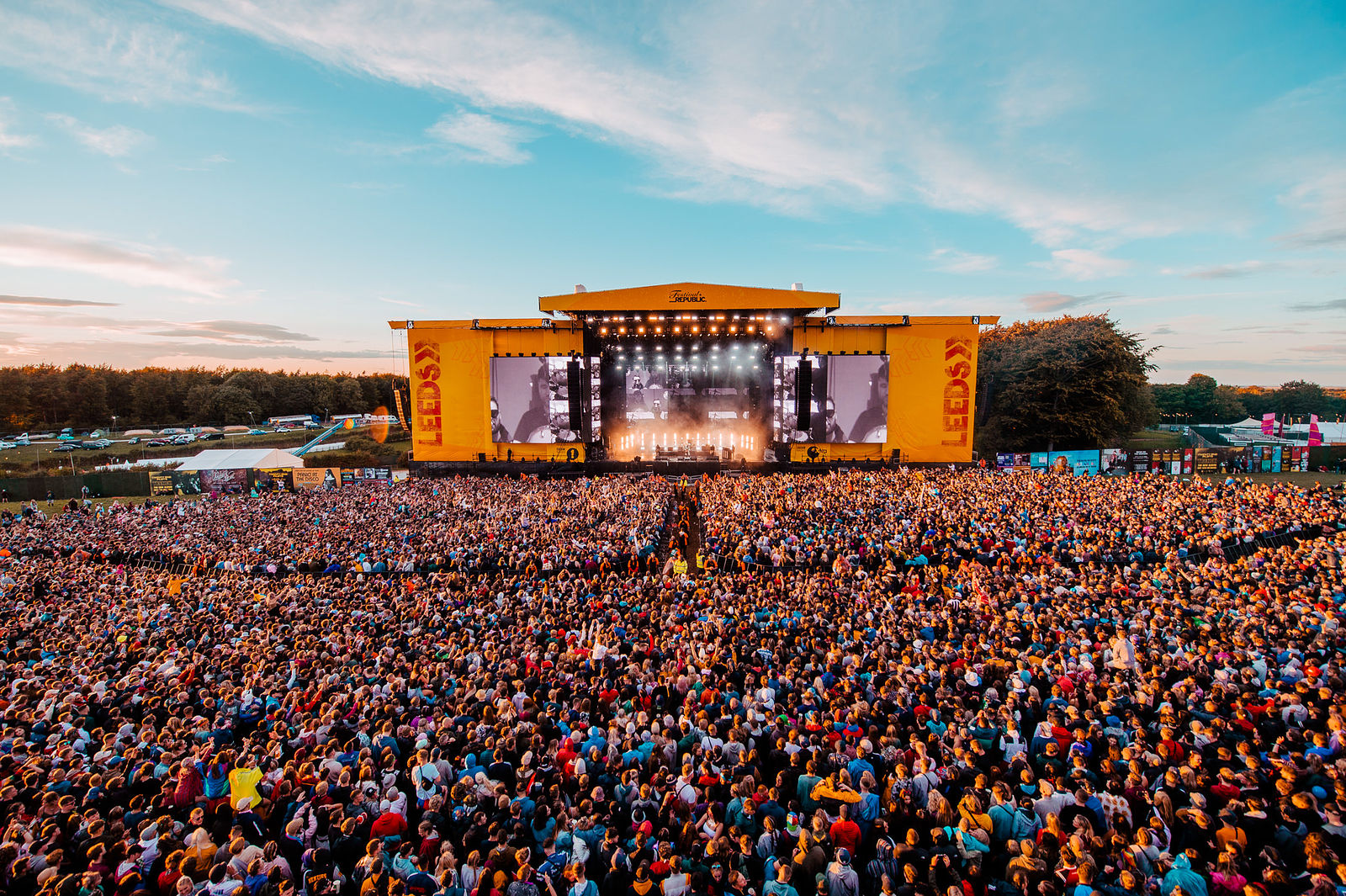 COURTEENERS STORMING FIRST DAY OF LEEDS FESTIVAL 2018 AT THE MAIN STAGE - 24.08.2018  PICTURE BY: MATT EACHUS