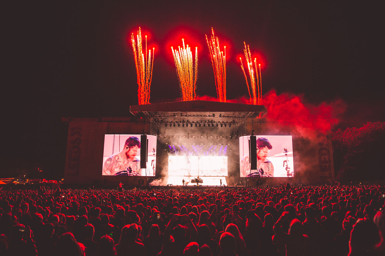FALL OUT BOY HEADLINING SECOND DAY AT LEEDS FESTIVAL 2018 - 25.08.2018  PICTURE BY: LEWIS EVANS