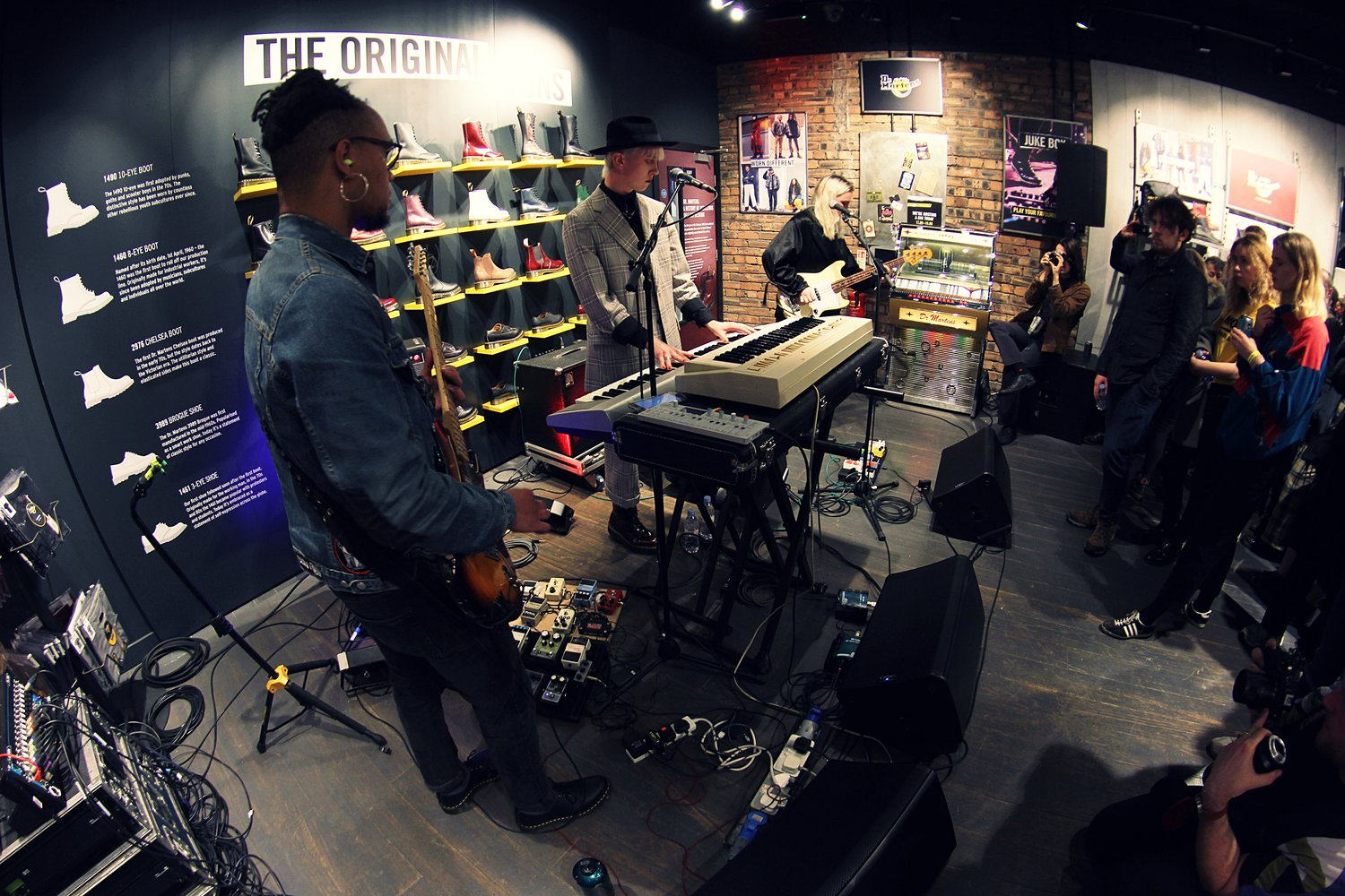 DR. MARTEN'S PRESENTS… THE NINTH WAVE - GLASGOW STORE - 07.11.2018 PICTURE BY: NATHAN PEARSON PHOTOGRAPHY