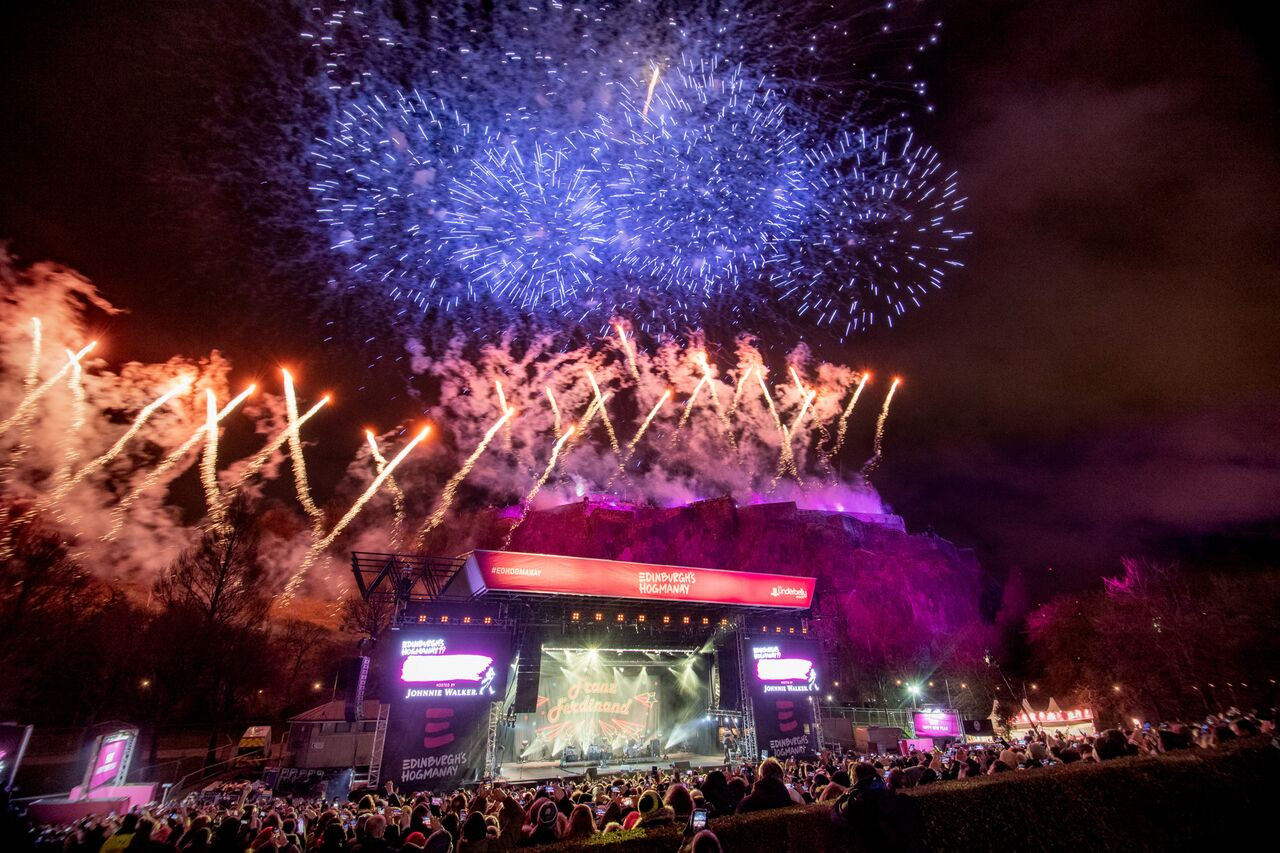 EDINBURGH'S HOGMANAY FESTIVAL 2019 - MIDNIGHT FIREWORKS DISPLAY