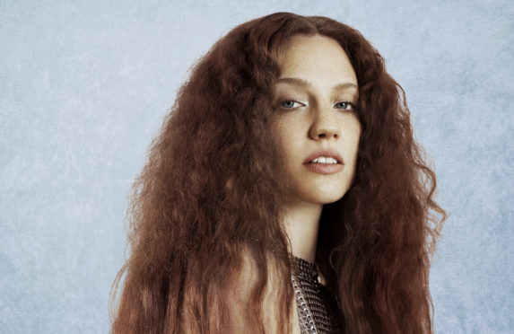 Jess-Glynne-press-shot-e1545037136918-573x372.jpg