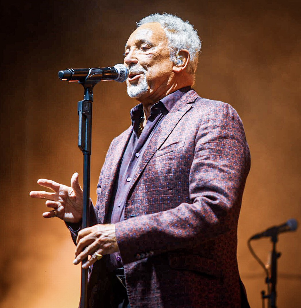 TOM JONES PERFORMING AT SLESSOR GARDEN'S DUNDEE - 27.07.2019  PICTURE BY: CALUM BUCHAN PHOTOGRAPHY
