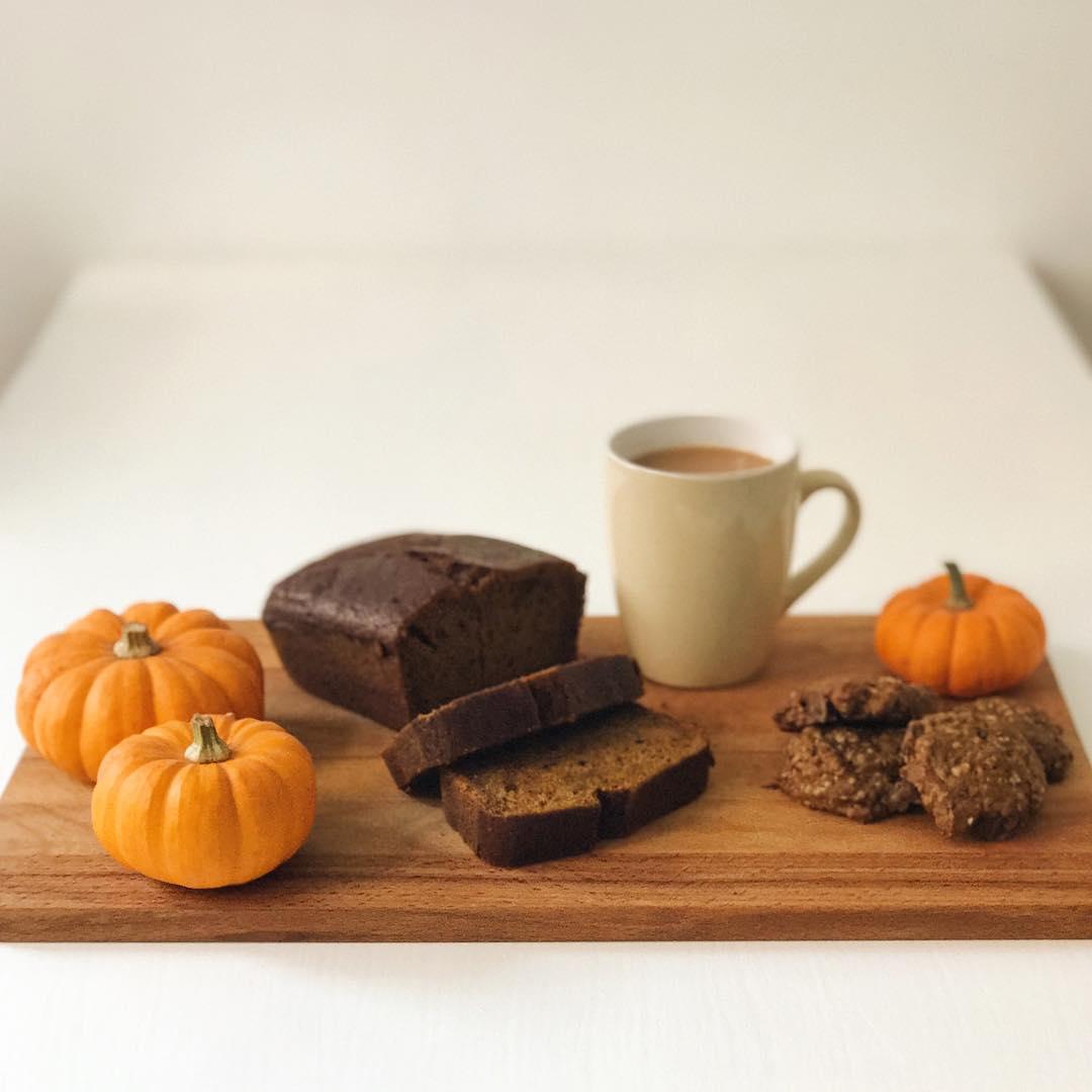 autumn-baking-pumpkin-bread