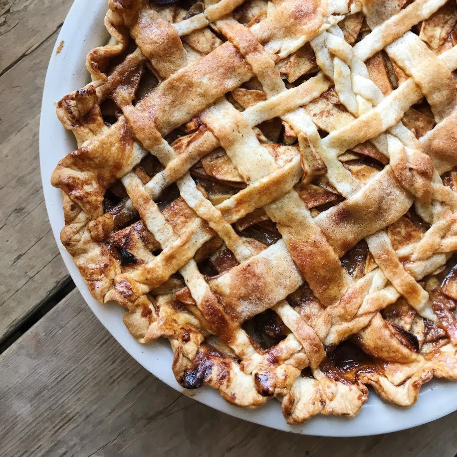 Thanksgiving Caramel Apple Pie