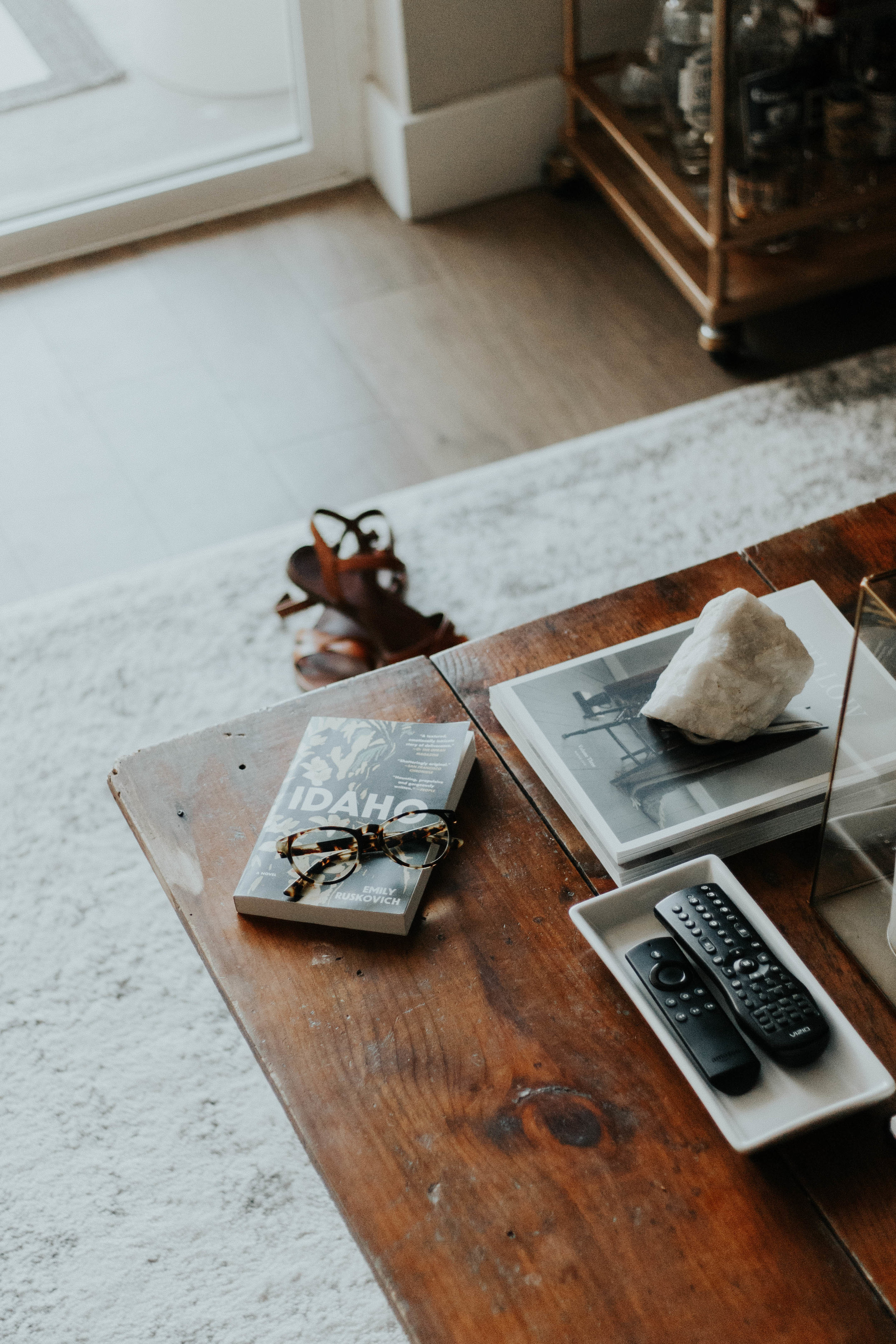 The Home Handcrafted - 5 Ways to Decorate on a Budget