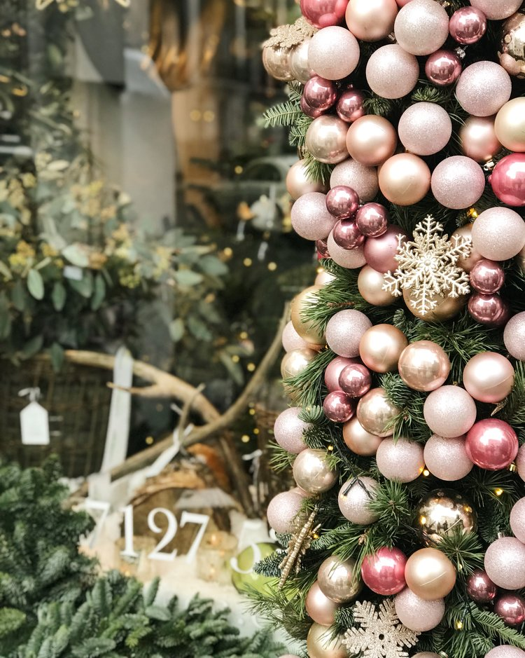 6 Things to Do in London at Christmastime - Lavender Green Flowers