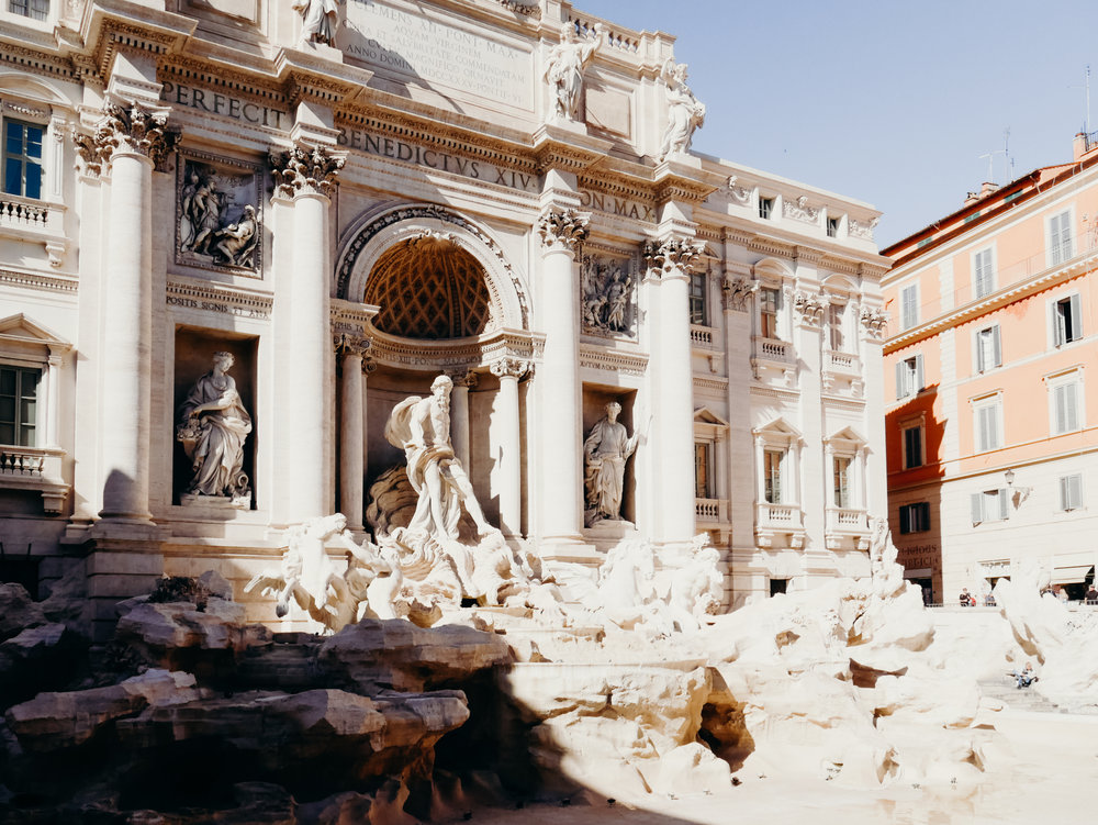 10 Things to Know Before Visiting Italy - Plan to Visit the Trevi Fountain Early