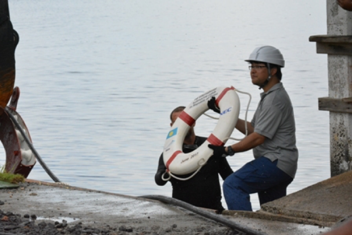 The first buoy was handed up to Takei-san of NEC, the Beachmaster