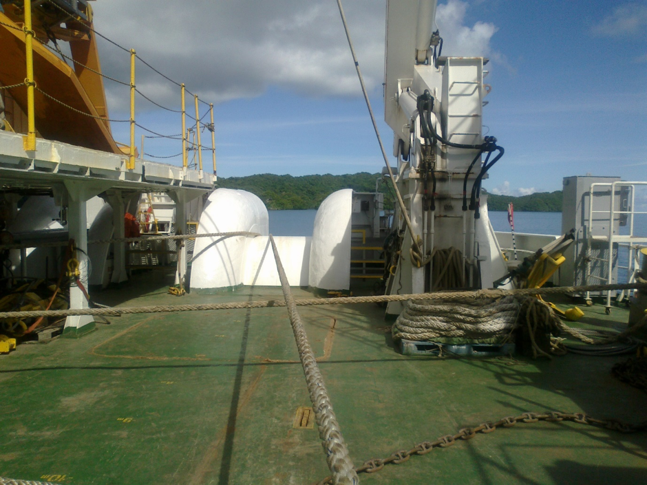 The cable is finally deployed at the stern, to make its way to the sea floor, as deep as five thousand metres for the BSCC network