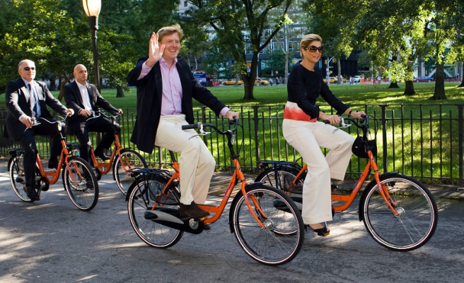 The king and queen of Holland, riding bikes