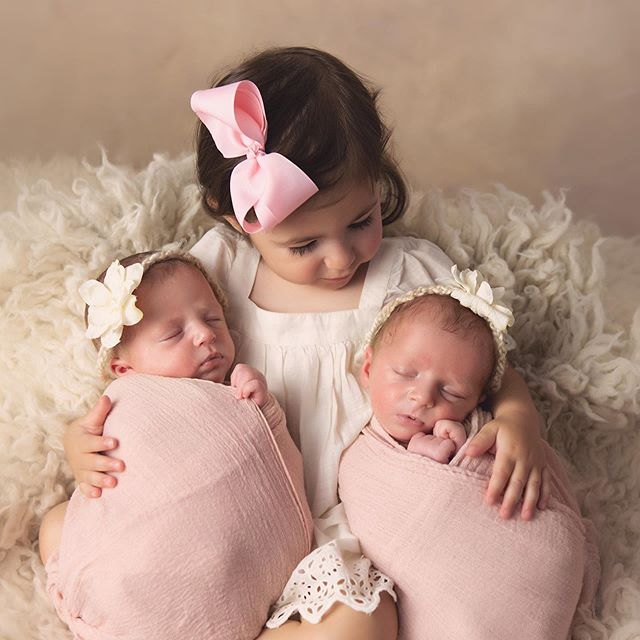 When you welcome not one, but two beautiful sisters at once! • • #twins #twingirls #Siblings #bigsister #newbornart #njmom #njnewborns #njtwins #njnewbornphotographer #njbabyphotographer #beauties #njbaby #njmaternity #momoftwins #daniellerileyphotography
