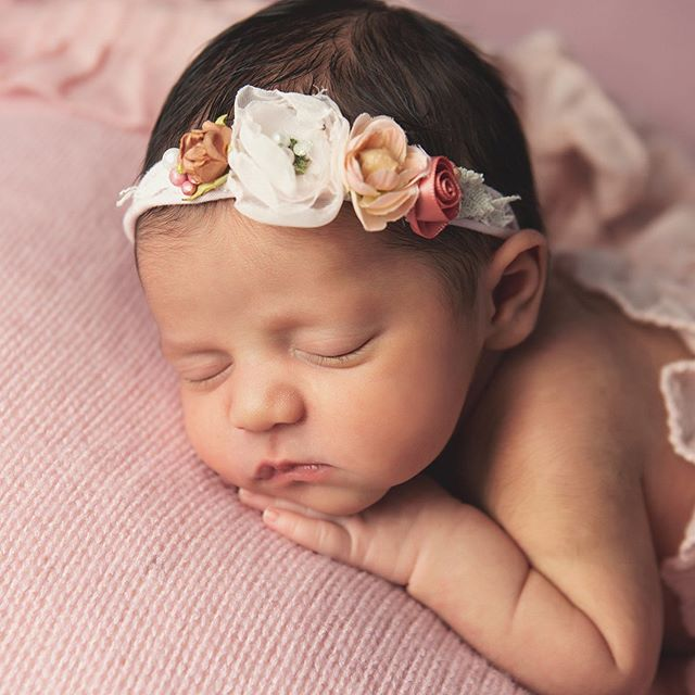 How beautiful is she!?!? • • #babygirl #newbornart #njbabyphotographer  #njnewbornphotographer #precious #njmom #njbaby #njmaternityphotographer #daniellerileyphotography