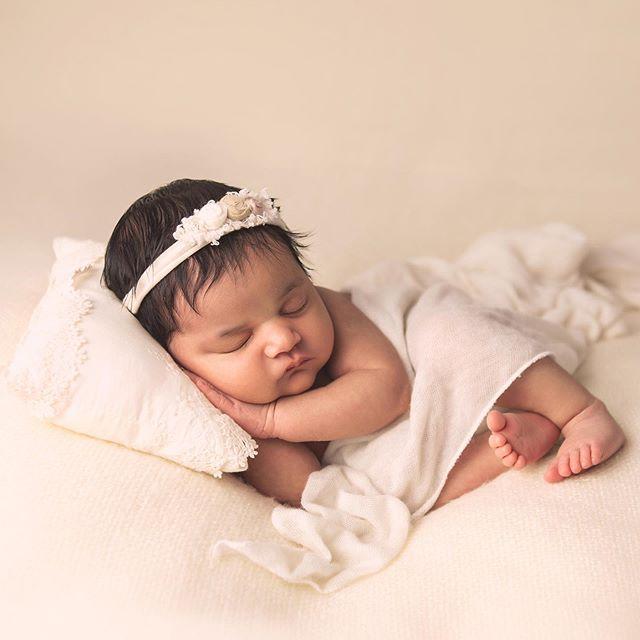 How sweet is Dahlia?! And those little toes! ❤️ • • #newbornart #babygirl #itsagirl #njnewborn #njnewbornphotographer  #njmom #njbaby #njbabyphotographer  #neutrals #precious #daniellerileyphotography