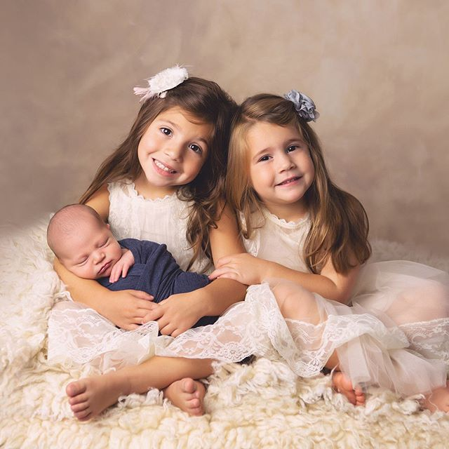 These two beauties have a baby brother to love! • • #babyboy #newbornart #njnewborn #njbaby #njmom #njbabyphotographer  #njmomtobe #siblings #siblinglove #newbornphotography #daniellerileyphotography