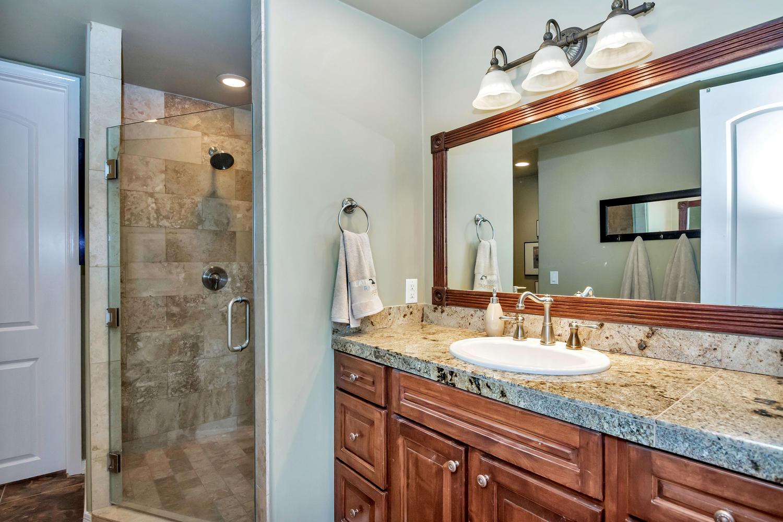 4012 E Claremont Ave-large-032-16-Bedroom 4 Ensuite-1500x1000-72dpi.jpg