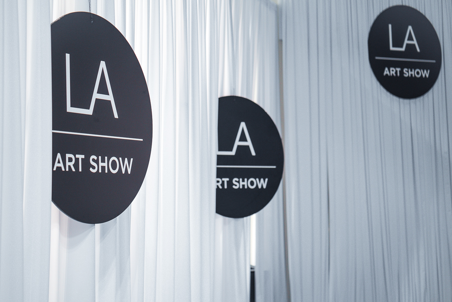 - More than 100 galleries from over 18 countries all in one place;the LA Art show is the biggest show of the year with a200,000 square feet venue allowing a one-of-a-kind experience.