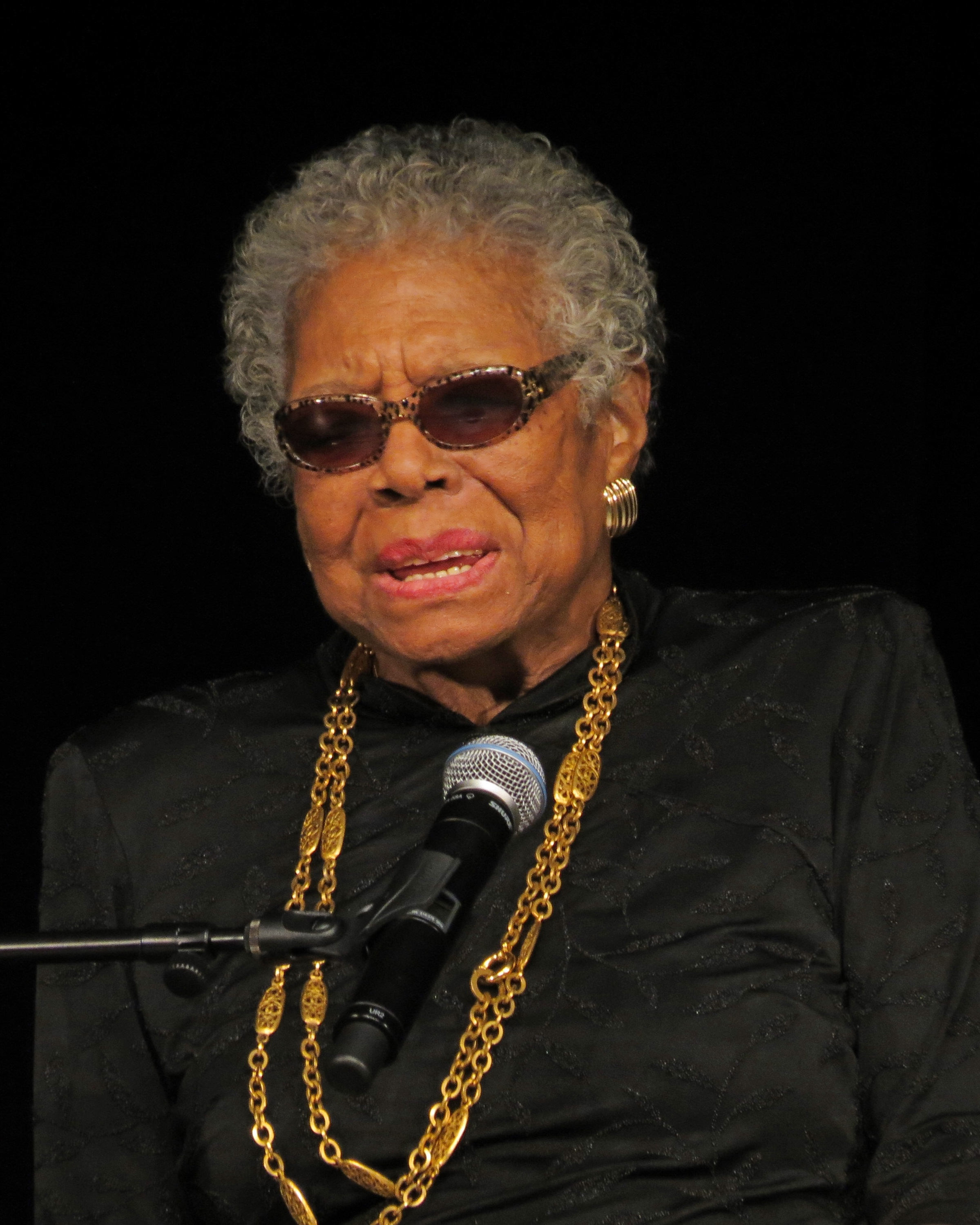 Angelou at York College in February 2013 By York College ISLGP - https://www.flickr.com/photos/65767546@N08/8449738207/, CC BY 2.0, https://commons.wikimedia.org/w/index.php?curid=33057513