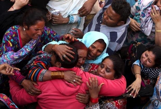 Suicide bomb blast aftermath, Lahore Pakistan.jpg