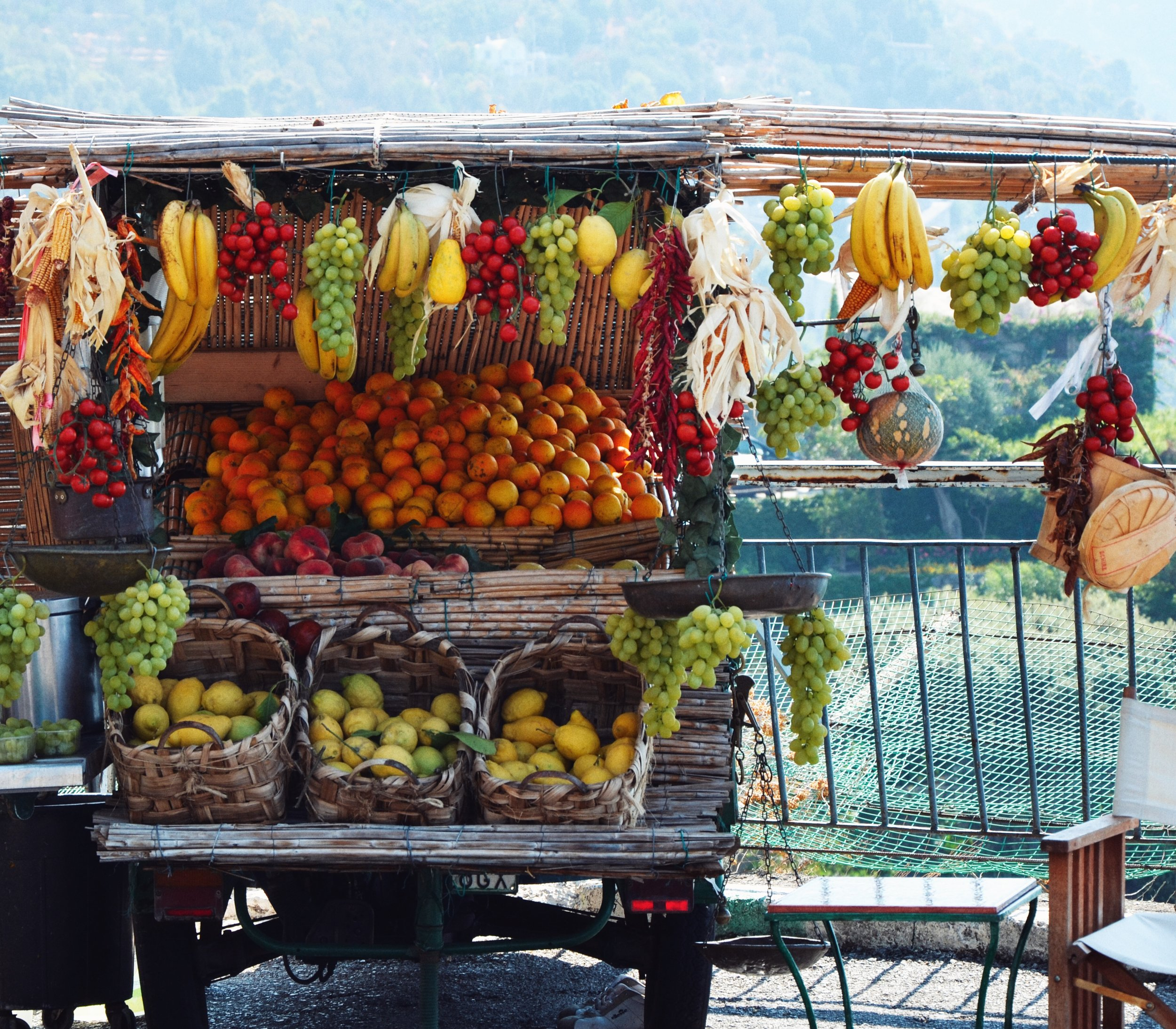 FRUIT STAND ON THE WAY TO POSITANO