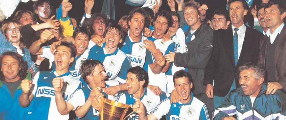Grasshoppers blev i 1991 med Ottmar Hitzfeld for 22. gang schweizisk mester. Mark Strudal ses i midten af billedet. (Foto: GC-arkiv)