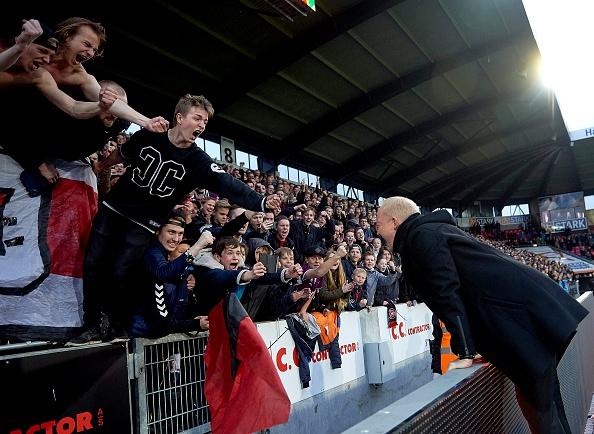 Det er fankulturen, som tv-seere og gæsterne i sponsor-loungen 'lukrerer' på, mener Peter Froulund. Foto: Getty Images/Lars Rønbøg