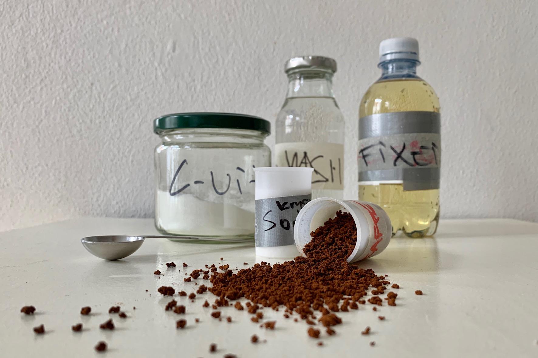 My basic caffenol recipe pr 1000 ml: 100 ml instant coffee, 100 ml crystal soda (only 40ml if water free soda is used), 20ml c-vitamin, 20 ml salt (ionated) . 11-15 min. at 20 celcius. See full recipe below.