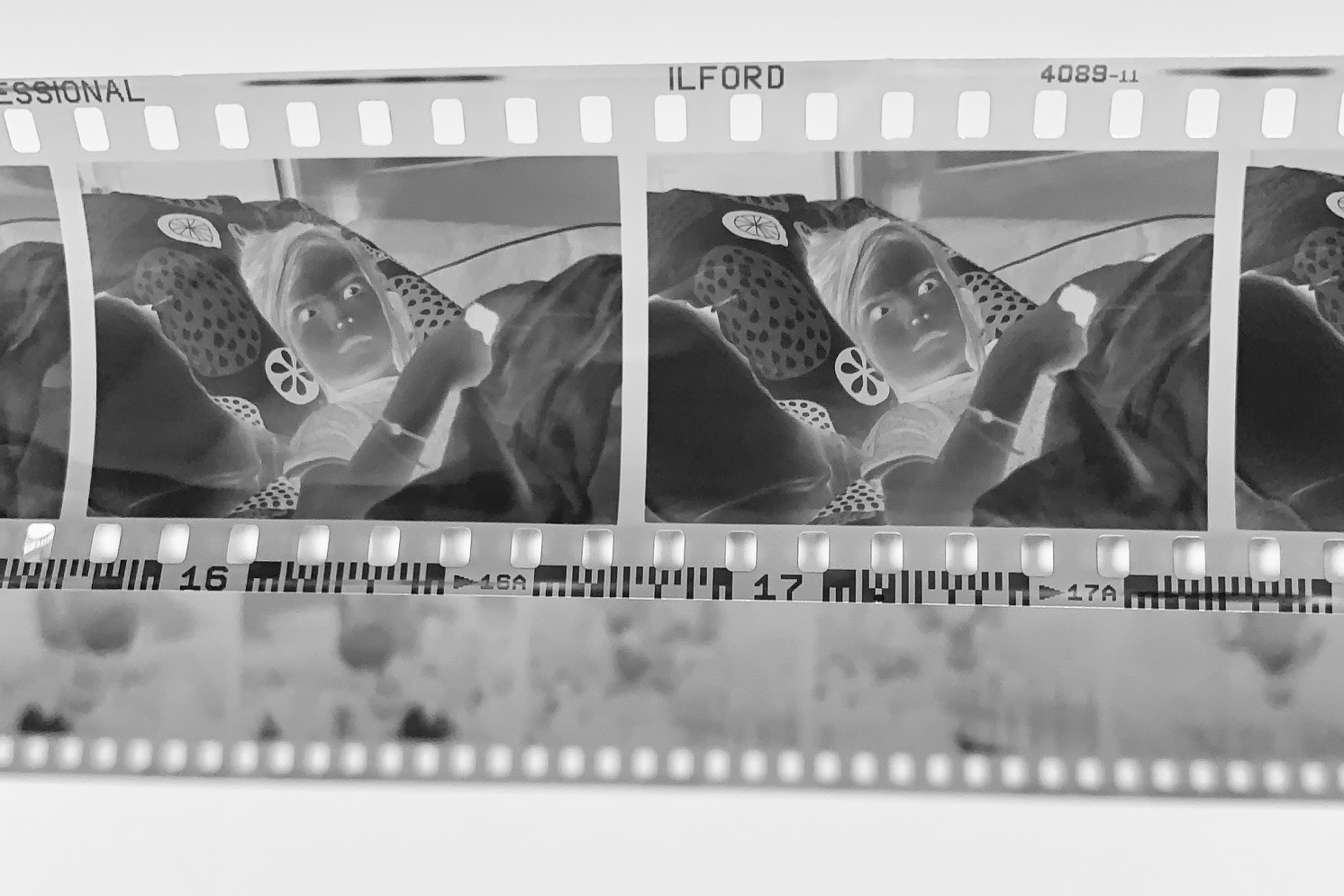 Ilford Delta 400. Note that clear parts in frame and outside frame is quite clear. Very little fog/toning from the caffenol developing, while the dark areas on film (highligts when positive) are both dense and detailed.