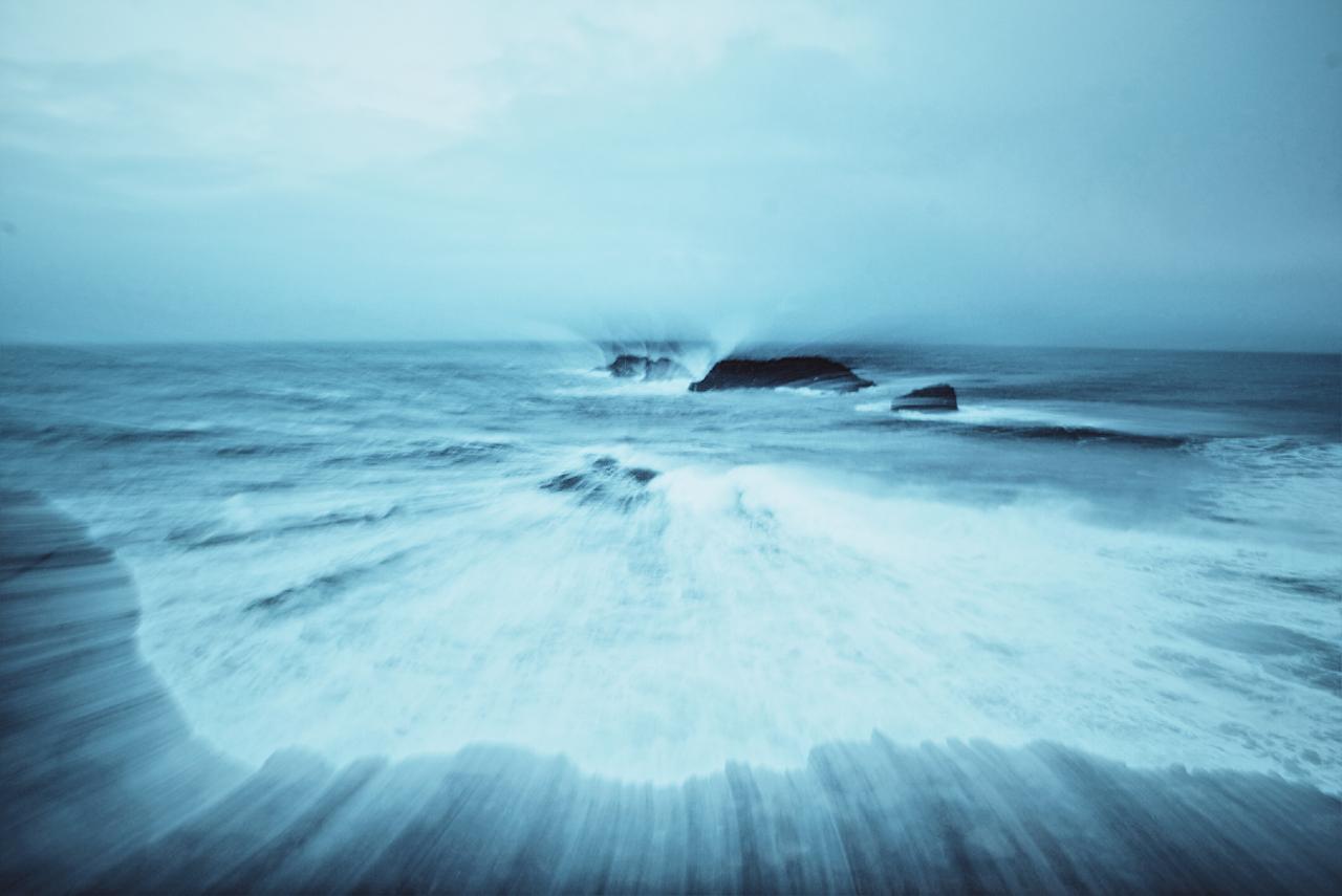 Crashing Waves at Kirkjufjara Beach
