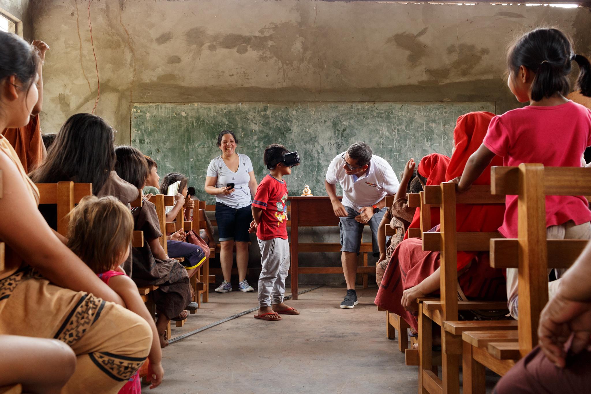 Sala de aula na tribo Ashaninka