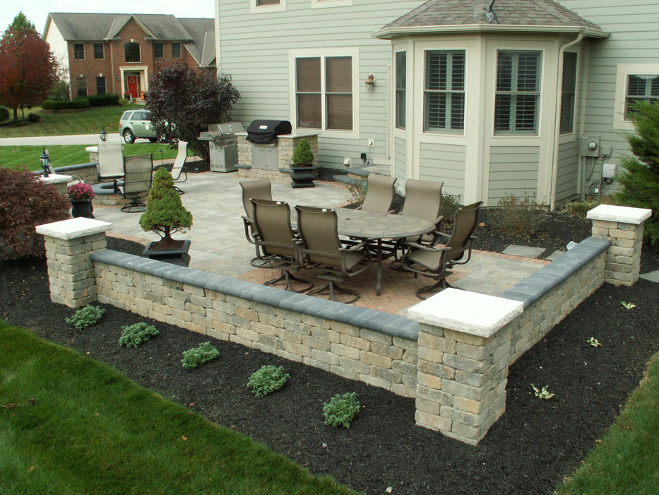Retaining Walls Seat 9 Trees, How To Build A Retaining Wall Around Patio