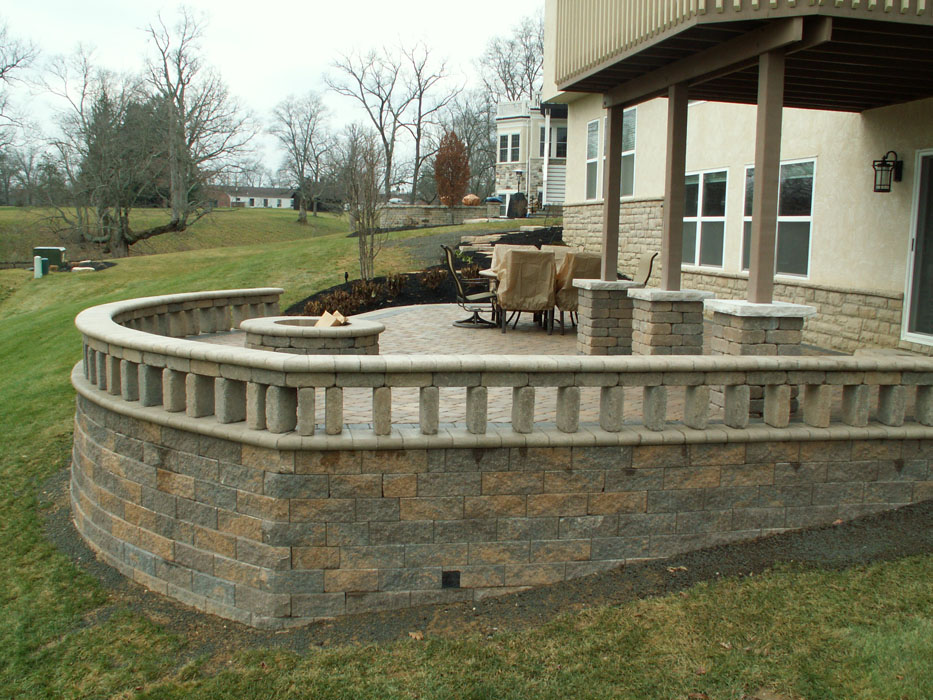 9Trees_Cousar Vertical Gap Style Seat Wall on Ret Wall_1200.jpg