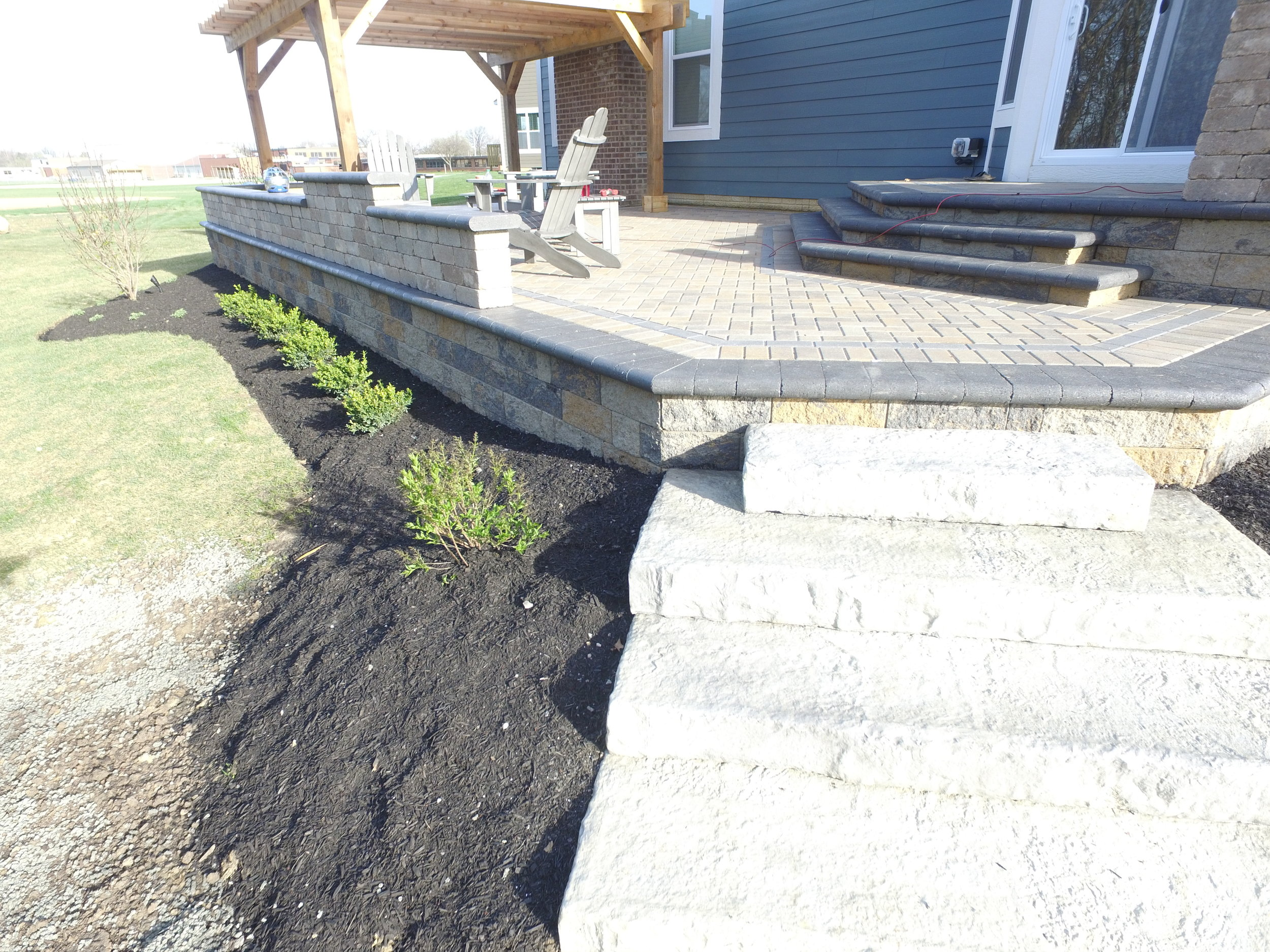 Markus Retaining Wall with Seating Walls