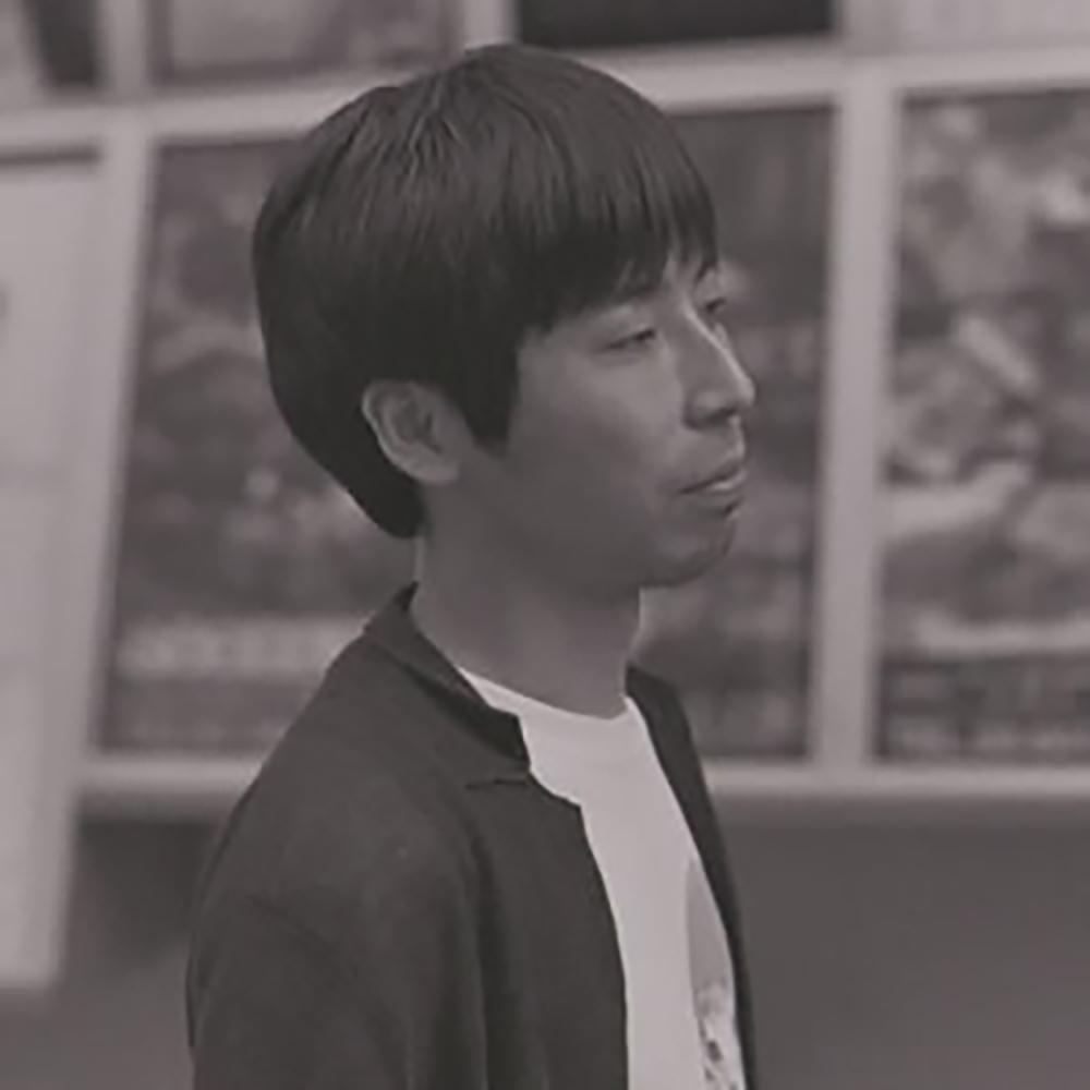 """片岡 翔 (映画監督/脚本家)    監督として短編作品『くらげくん』がぴあフィルムフェスティバルで準グランプリを受賞したほか、7つグランプリを含む14冠を獲得。脚本家として、『町田くんの世界』、ドラマ『I""""s』、ドラマ『トーキョーエイリアンブラザーズ』、『夏美のホタル』、『鬼灯さん家のアネキ』、『きいろいゾウ』、『Miss Boys!』(前編/後編)、など。2017年、小説『さよなら、ムッシュ』を発表。"""